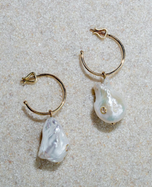 SOFI HOOPS IN CULTURED PEARLS, HYACINTH AND 14K YELLOW GOLD