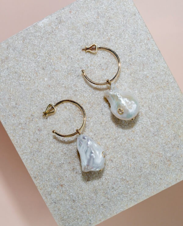SOFI HOOPS IN CULTURED PEARLS, HYACINTH AND 14K YELLOW GOLD3