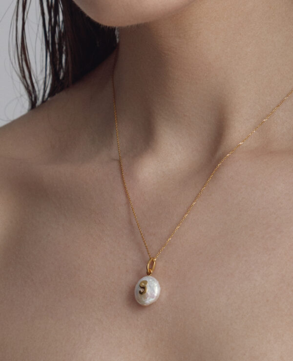 ASPEN BAROQUE NECKLACE IN CULTURED PEARLS, ALPHABET IN 14K YELLOW GOLD1