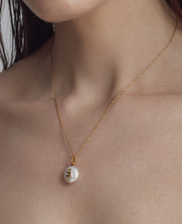 ASPEN BAROQUE NECKLACE IN CULTURED PEARLS, ALPHABET IN 14K YELLOW GOLD3