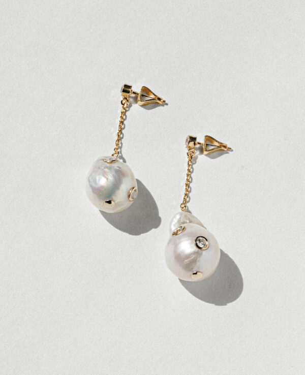 CALI BAROQUE STRAIGHT EARRINGS IN CULTURED PEARLS WITH 14K YELLOW GOLD1