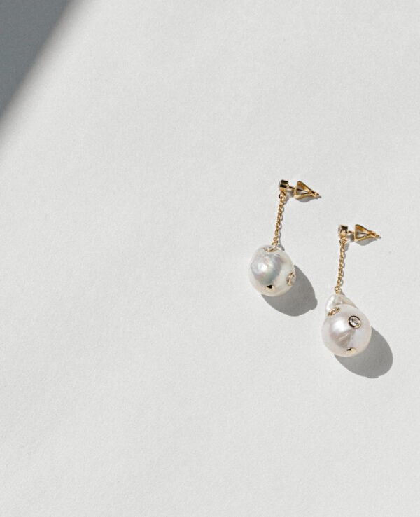 CALI BAROQUE STRAIGHT EARRINGS IN CULTURED PEARLS WITH 14K YELLOW GOLD2