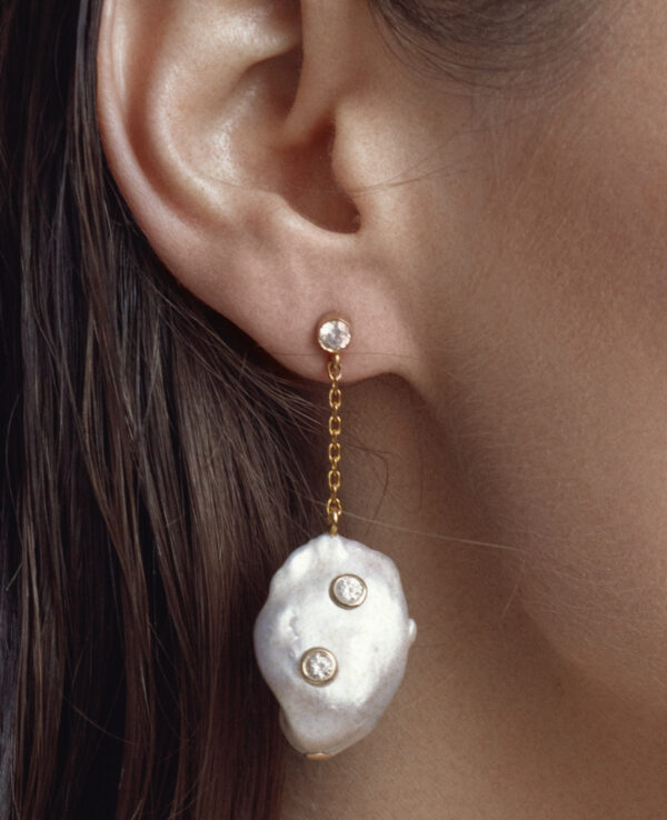 CALI BAROQUE STRAIGHT EARRINGS IN CULTURED PEARLS WITH 14K YELLOW GOLD3