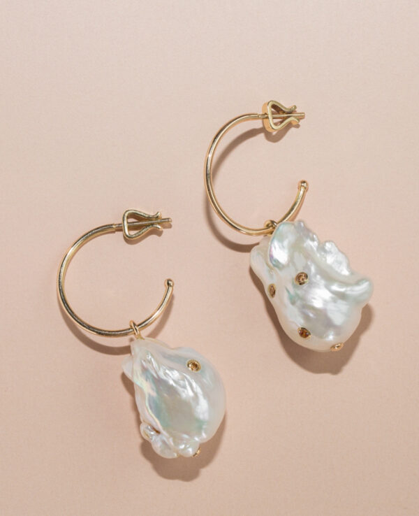 DAPHNE BAROQUE HOOPS IN CULTURED PEARLS, CHAMPAGNE HYACINTH AND 14K YELLOW GOLD3