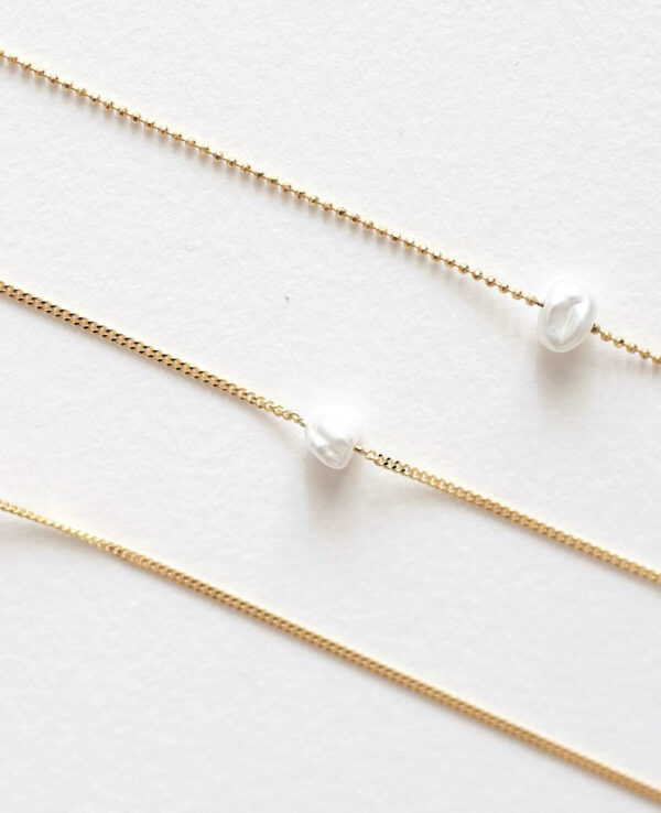 EVERLY CURB PEARL NECKLACE IN GOLD1