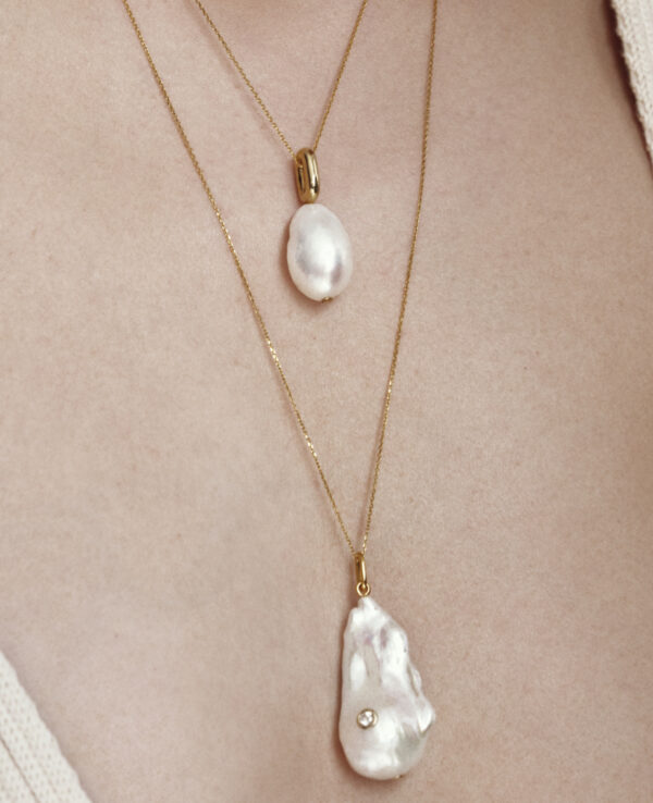 HARLEY BAROQUE SIMPLE NECKLACE IN CULTURED DROP PEARL2