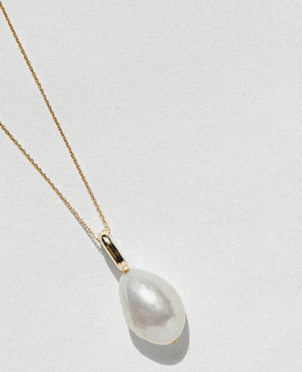 HARLEY BAROQUE SIMPLE NECKLACE IN CULTURED DROP PEARL4