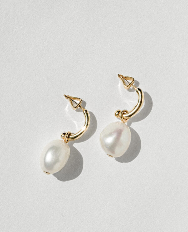 JOSIE BAROQUE ELIPSE HOOPS IN CULTURED PEARLS WITH 14K YELLOW GOLD1