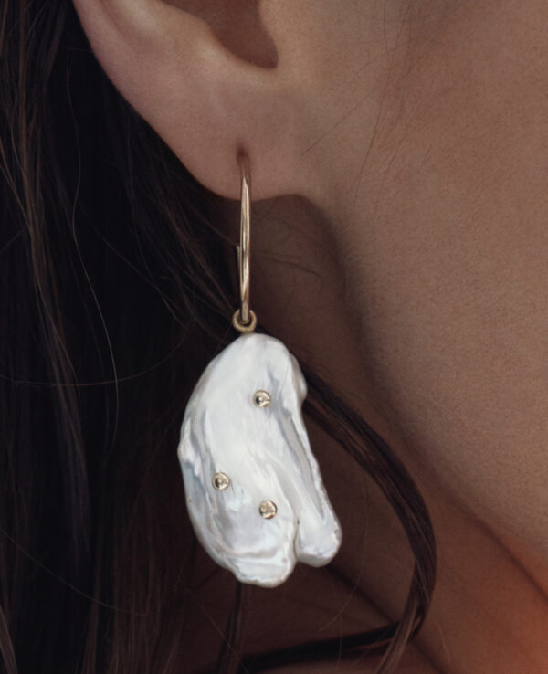 JOURNEE BAROQUE HOOPS IN CULTURED PEARLS AND 14K YELLOW GOLD1