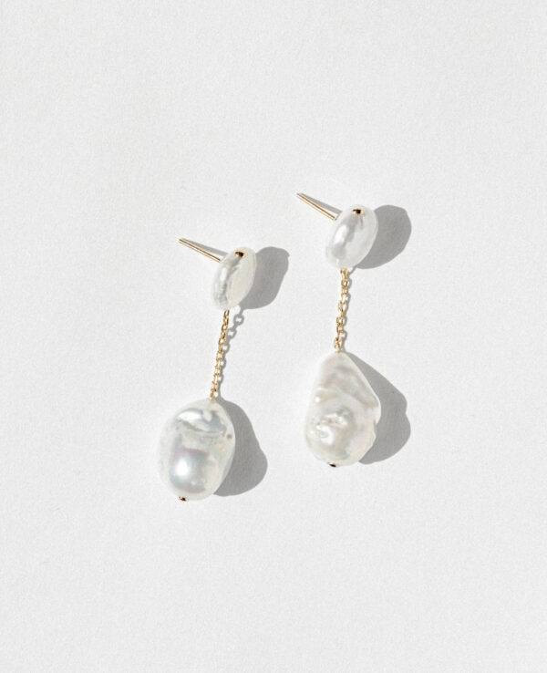 SCARLET BAROQUE SIMPLE EARRINGS IN CULTURED PEARLS WITH 14K YELLOW GOLD2